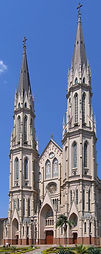 Santa_Cruz_do_Sul_catedral_vertical_2005