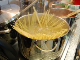 Juze Kochkurs: Spaghetti mit Bolognese- oder Gemüsesauce