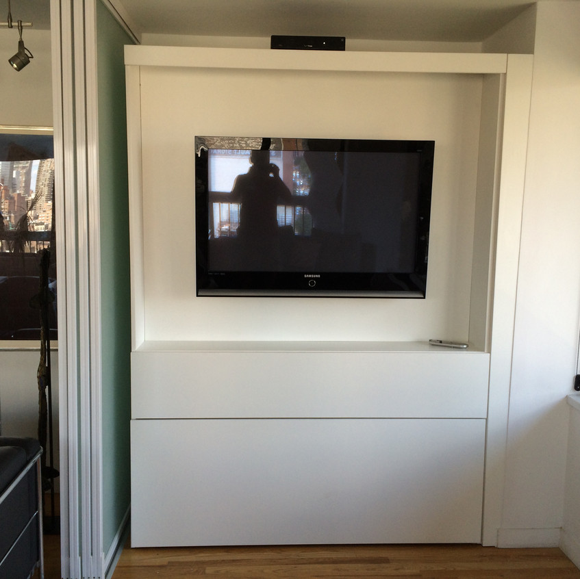 City Line Zoom-Bed Center Cabinet in