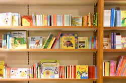 建築家アルヴァ・アアルトが設計した「アカデミア書店」の本棚