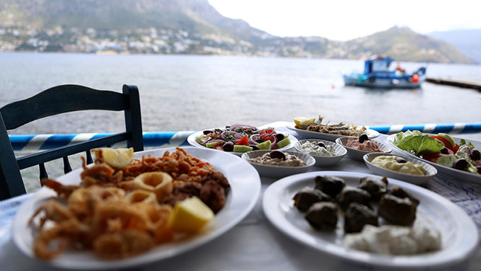 Enjoy Authentic Greek Mediterranean Cuisine From Papaspiros Restaurant This Sunday Evening! Live Mus