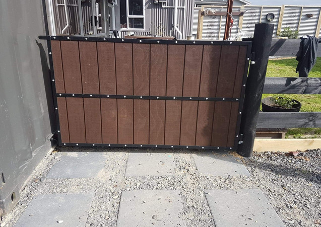 side-footpath-gate-made-by-waikato-gener