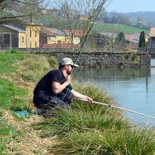 Pêcheur en action - Pêche en Meuse