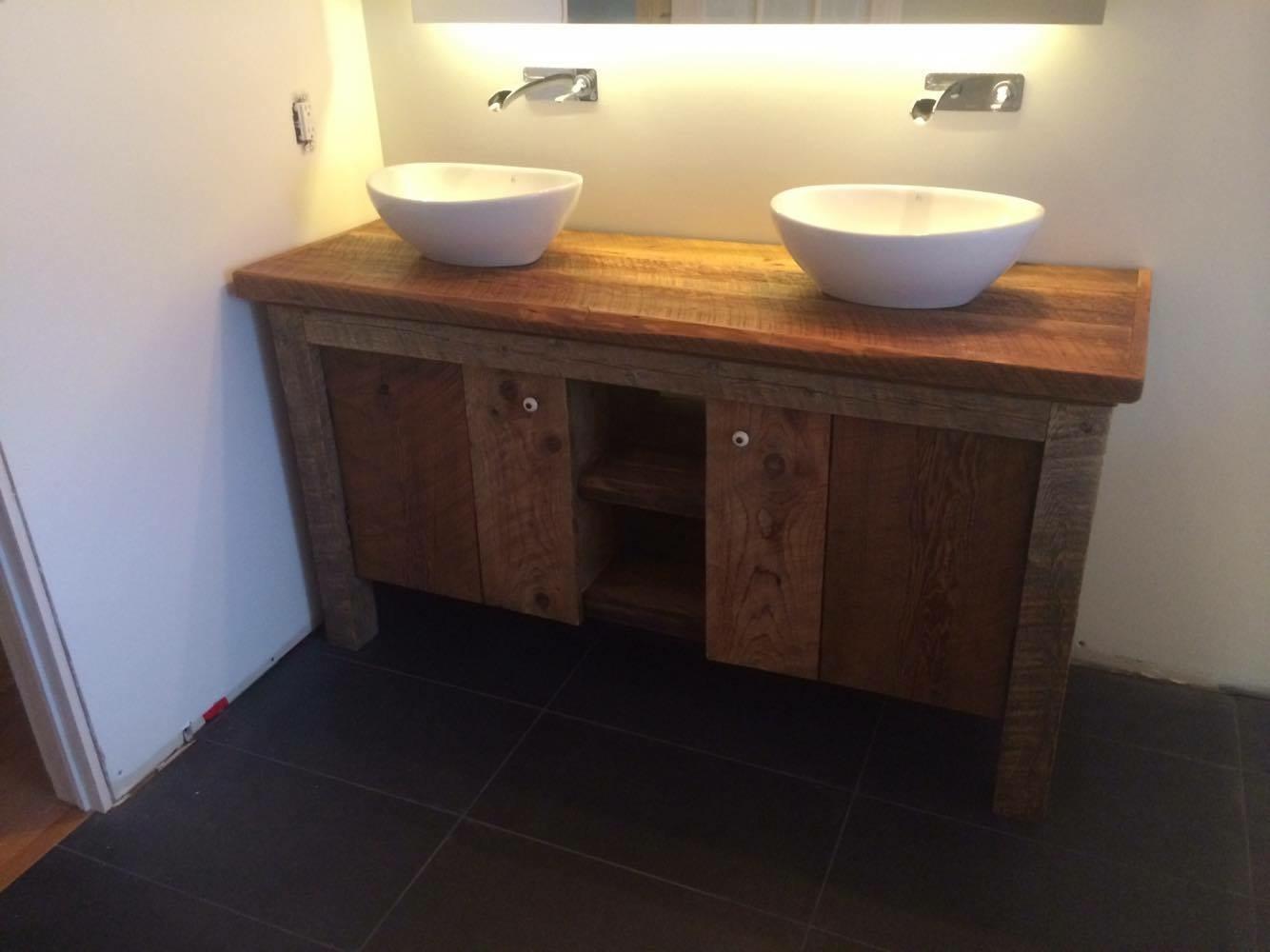 Salle de bain en bois de grange