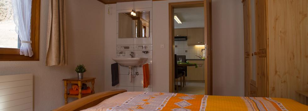 Doppelzimmer mit Waschbecken