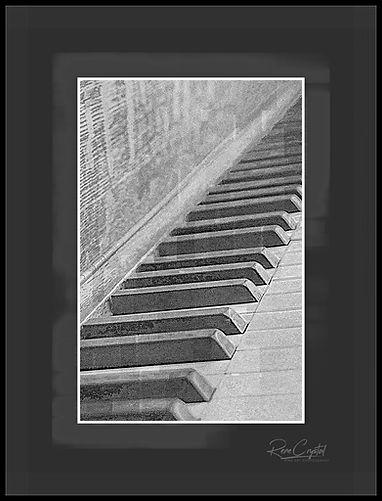 pianokeysbwsml.jpg