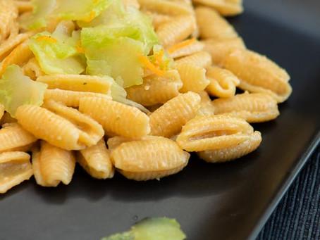 Gnocchetti sardi ai gamberi fujute con pesto e carpaccio di gambi di broccoli