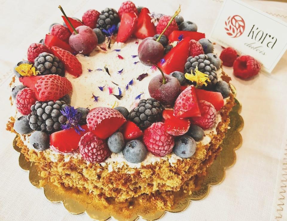 Torta crema vegetale e frutti rossi