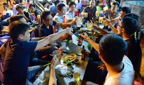 Vietnames Beer drinkers.png