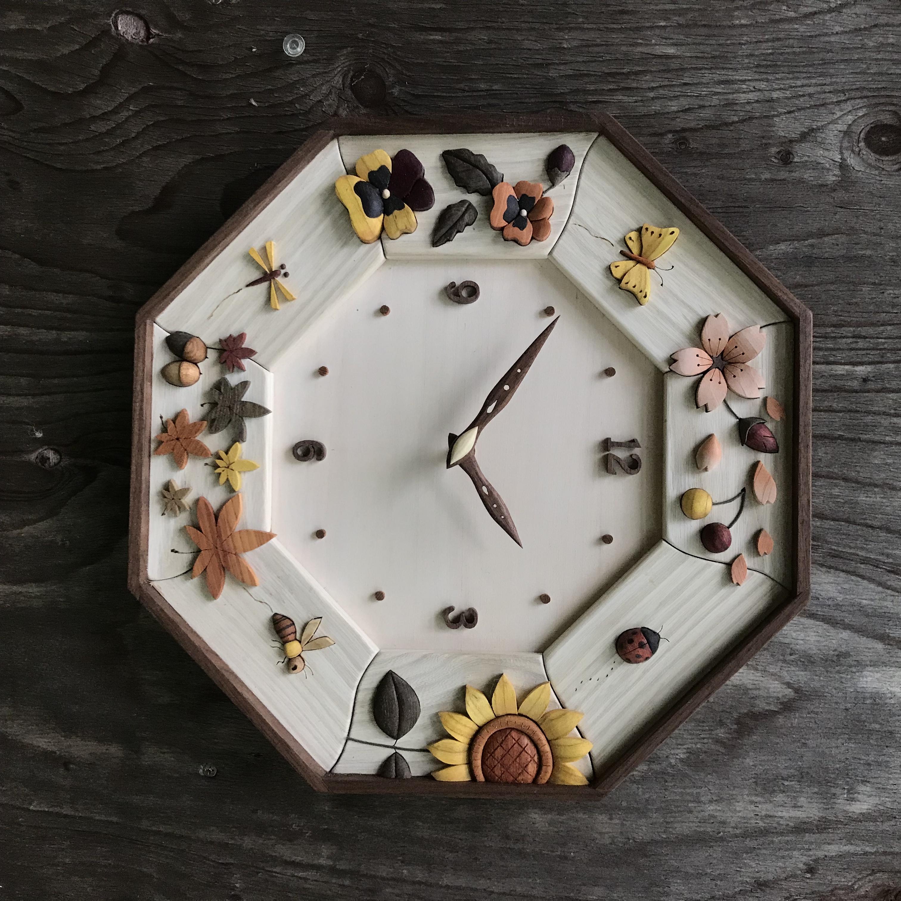 八角時計:花と虫たちの四季