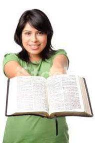 segurando biblia.jpg