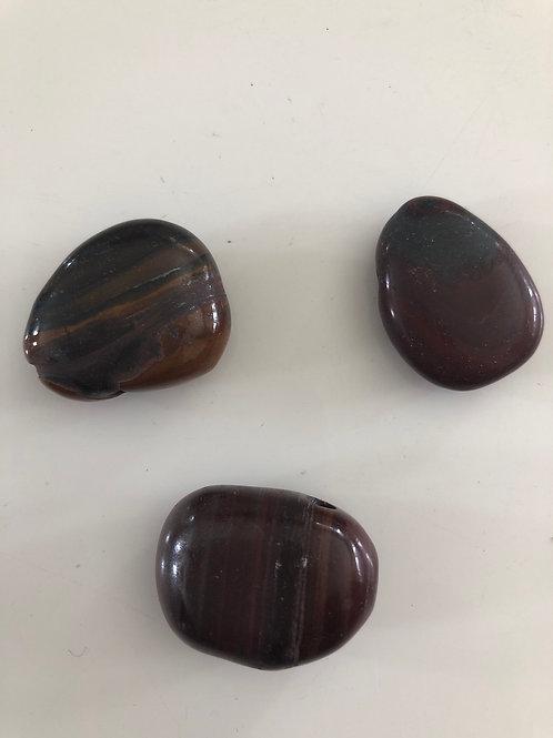 Pendentif pierre percée en œil de fer