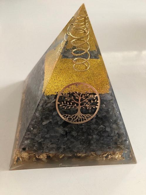 Grande pyramide orgonite en labradorite