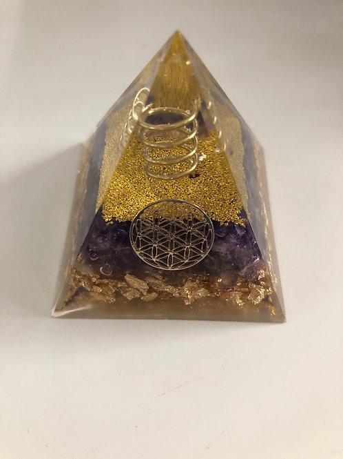 Mini pyramide en orgonite et amethyste