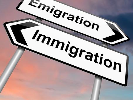 « Mbëkk mi », deux mots wolof qui évoquent l'émigration clandestine