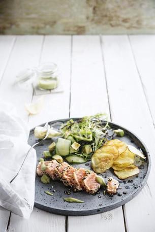 Tataki de saumon, sauce soja et graines de sésame - légumes ou riz