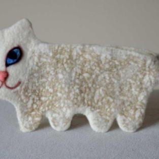 """Creamy gold"" cat purse"