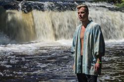 Kimono at the waterfall 2