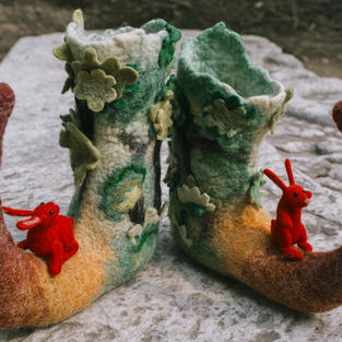 """""""Two Rabbits From the Greenery"""" shoes"""