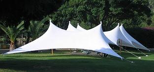 אוהל הצללה מבד לייקרה לבן עם תמיכת עמודי