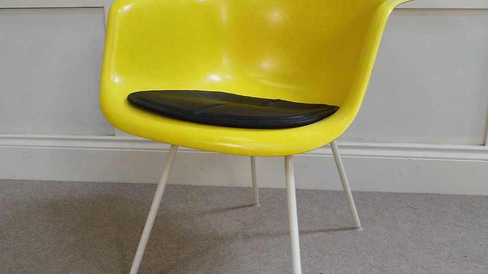 Vintage retro EAMES Herman Miller yellow Fibreglass armchair 1972