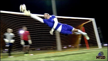 College Goalkeeper Austin Zelnik returns