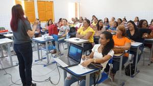 Mais de mil merendeiras da rede estadual de ensino passam por capacitação