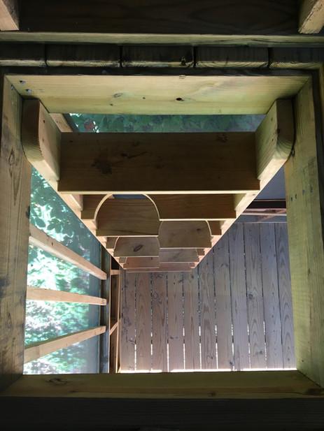 Trailside Treehouse Knee-hole Ladder