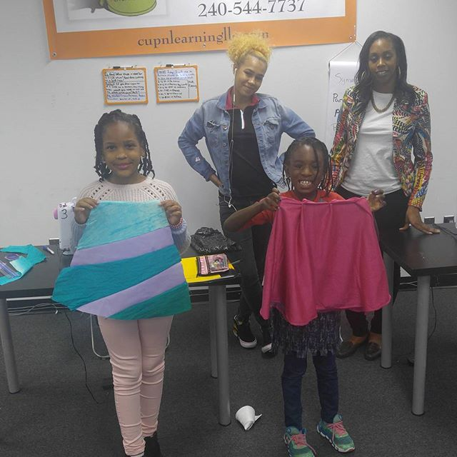 Another successful class.jpg Thank you to designer _yvonnefieldsdesigns for volunteering your time t