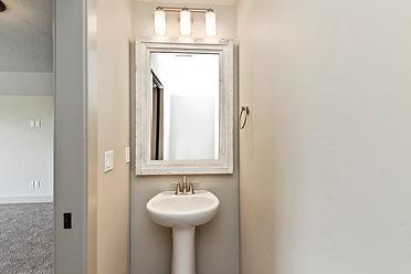032_Bathroom.jpg