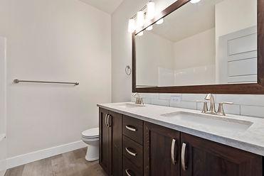 018_Bathroom.jpg