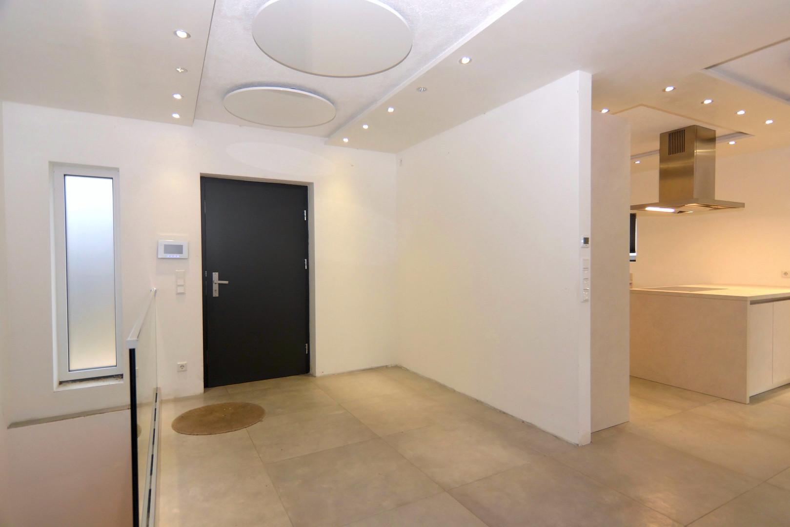 Eingang_+_Küche.jpeg