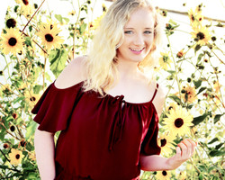 senior pictures with flowers