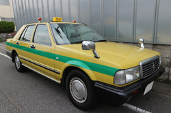 ①黄色カラータクシー  スタンダート 緑ライン