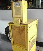新聞販売機 黄色
