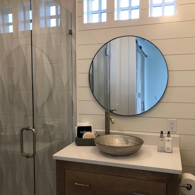 Full bath off Queen bedroom Main House