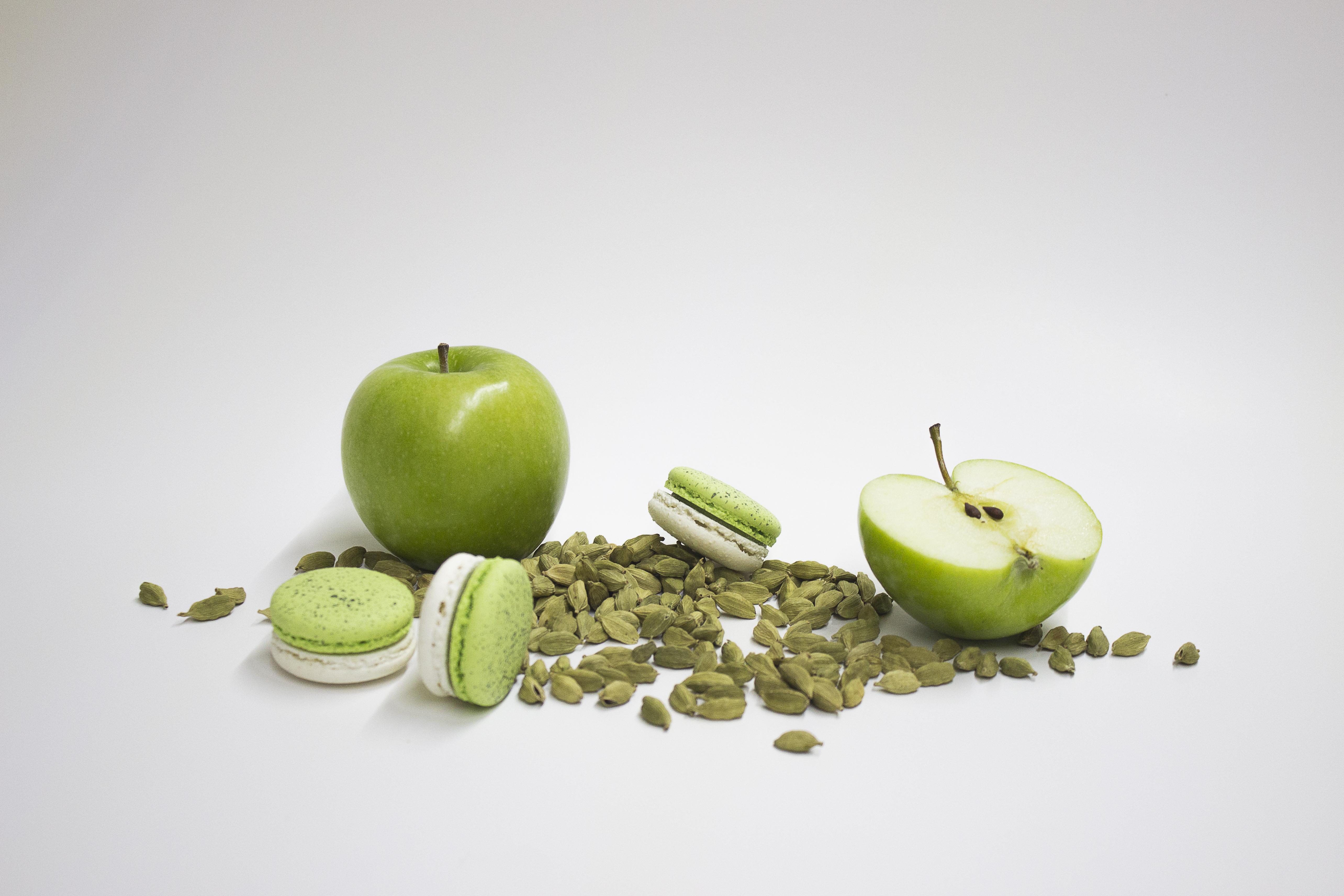 Macarón de manzana verde y cardamomo