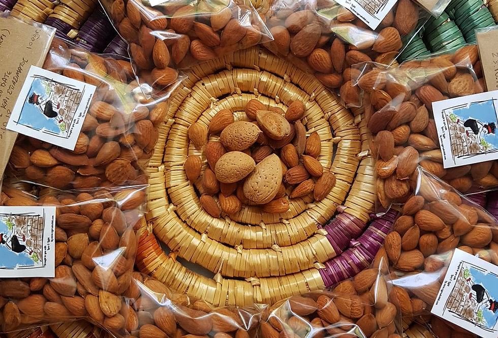Raw wild almonds handpicked & handcracked 100gr.