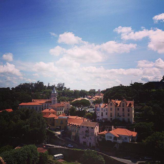 morgens in #sintra #summer #sunshine #littlevillage #charming #romantic #view #palacionacional #portugal 😎🌴👍🏻