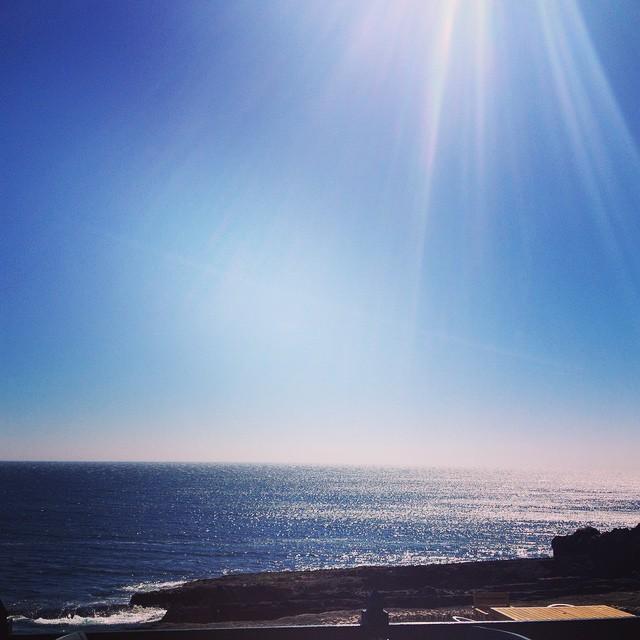 happy weekend everyone! #portugal #sea #atlanticocean #latelunch #cascais #fish 😎🐟☀️
