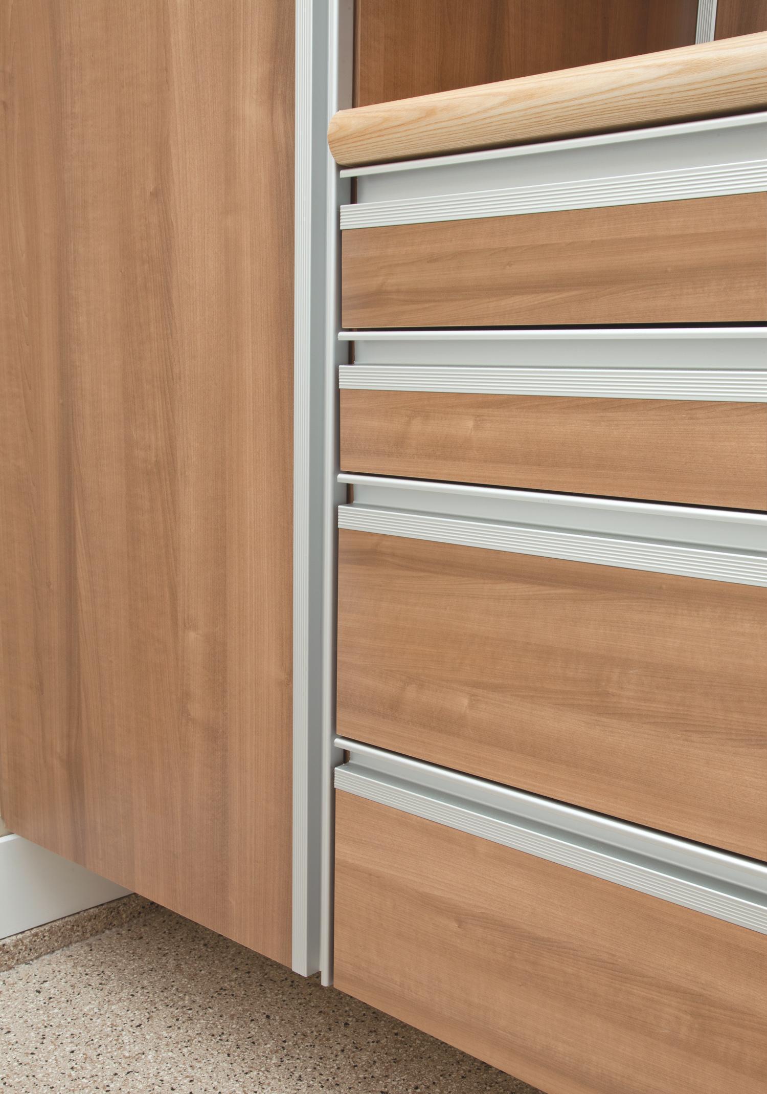 Bluff Garage Cabinets 10