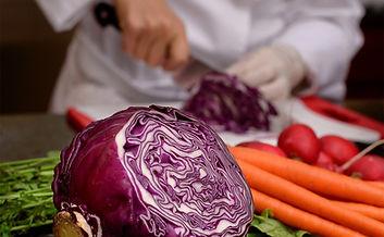 chef%20sue%20cutting%20cabbage_edited.jp