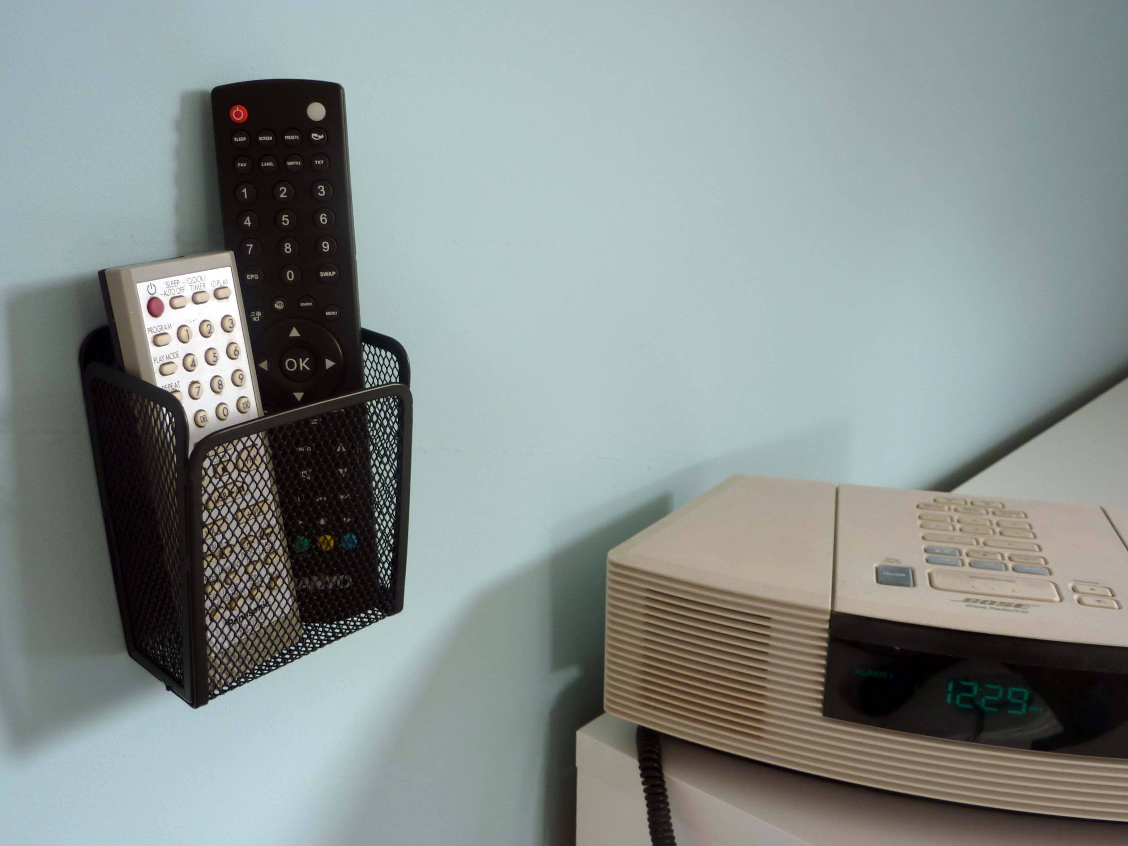 Remote Control Wall Mount single wall mounted holder. no retaining cable | tv remote control