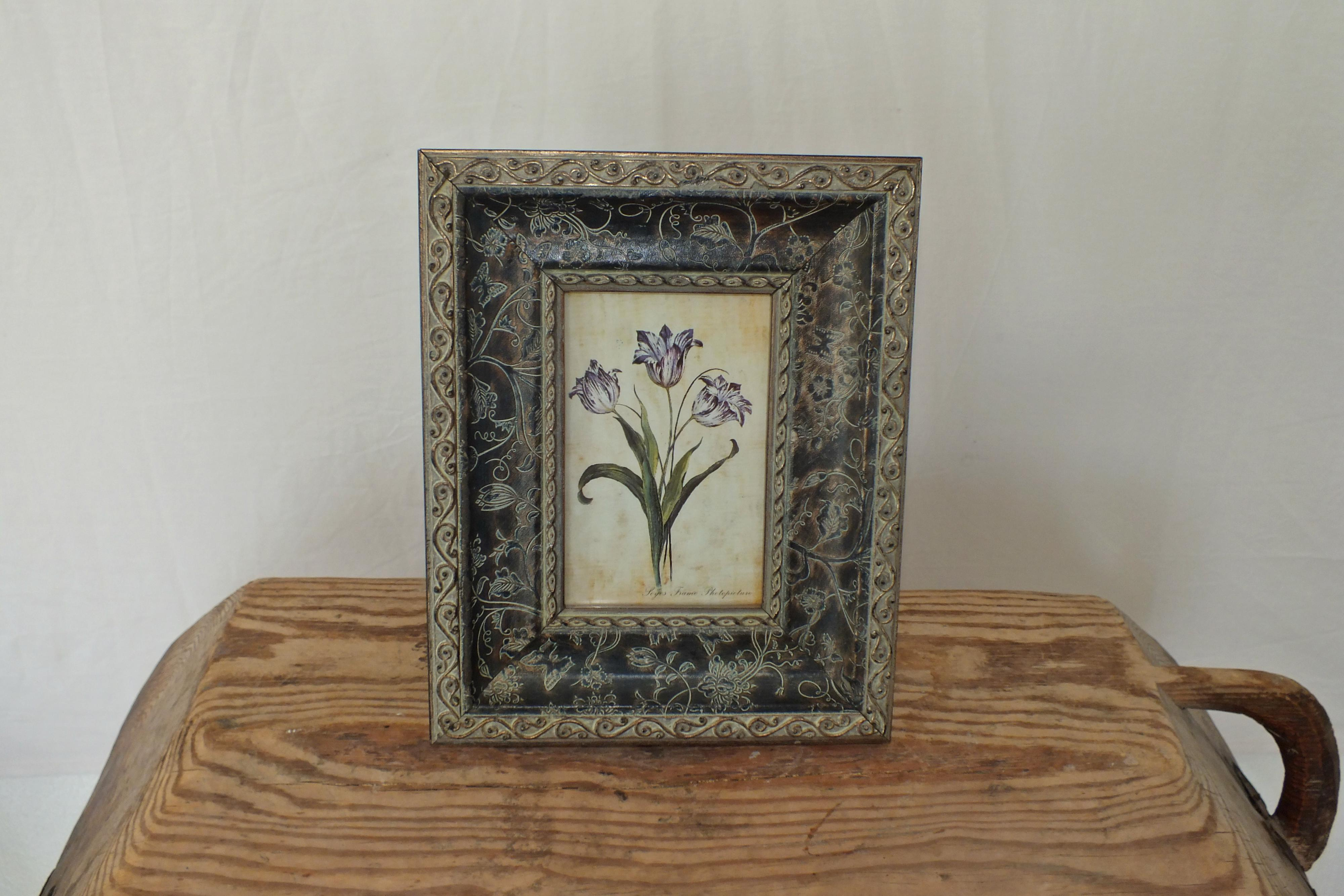 Flowery Two-Tone Frame