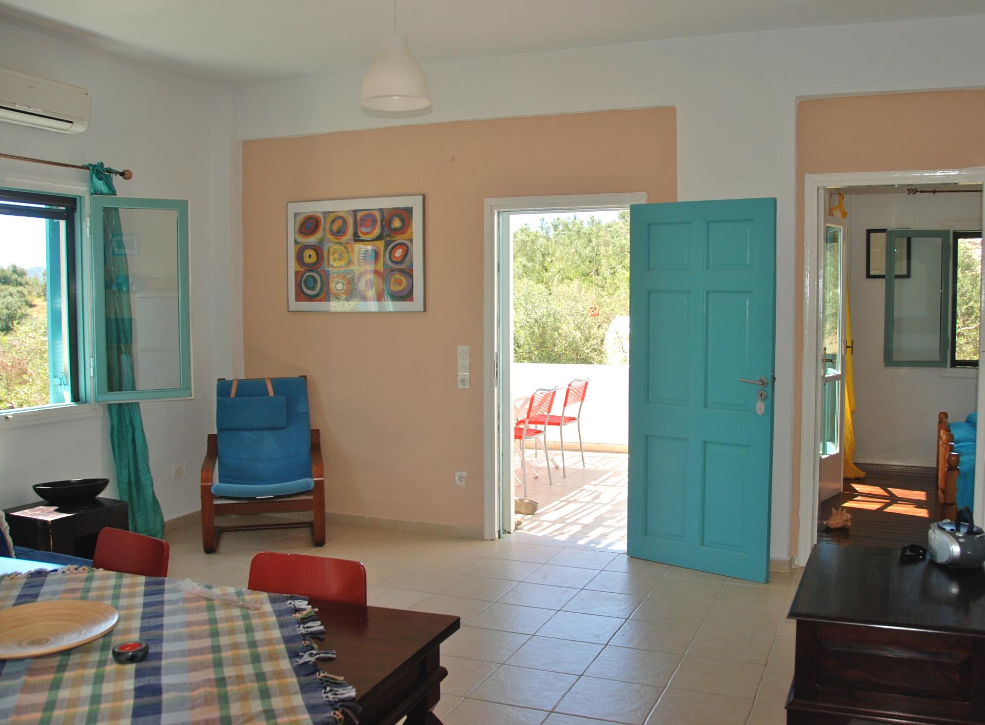 2 bedroom house, accommodates 6.