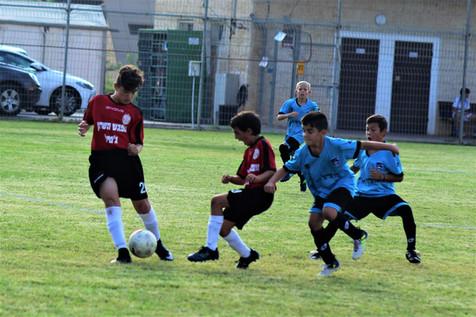 לגדל ילדים כדורגלנים ולעזור להם עם העומס
