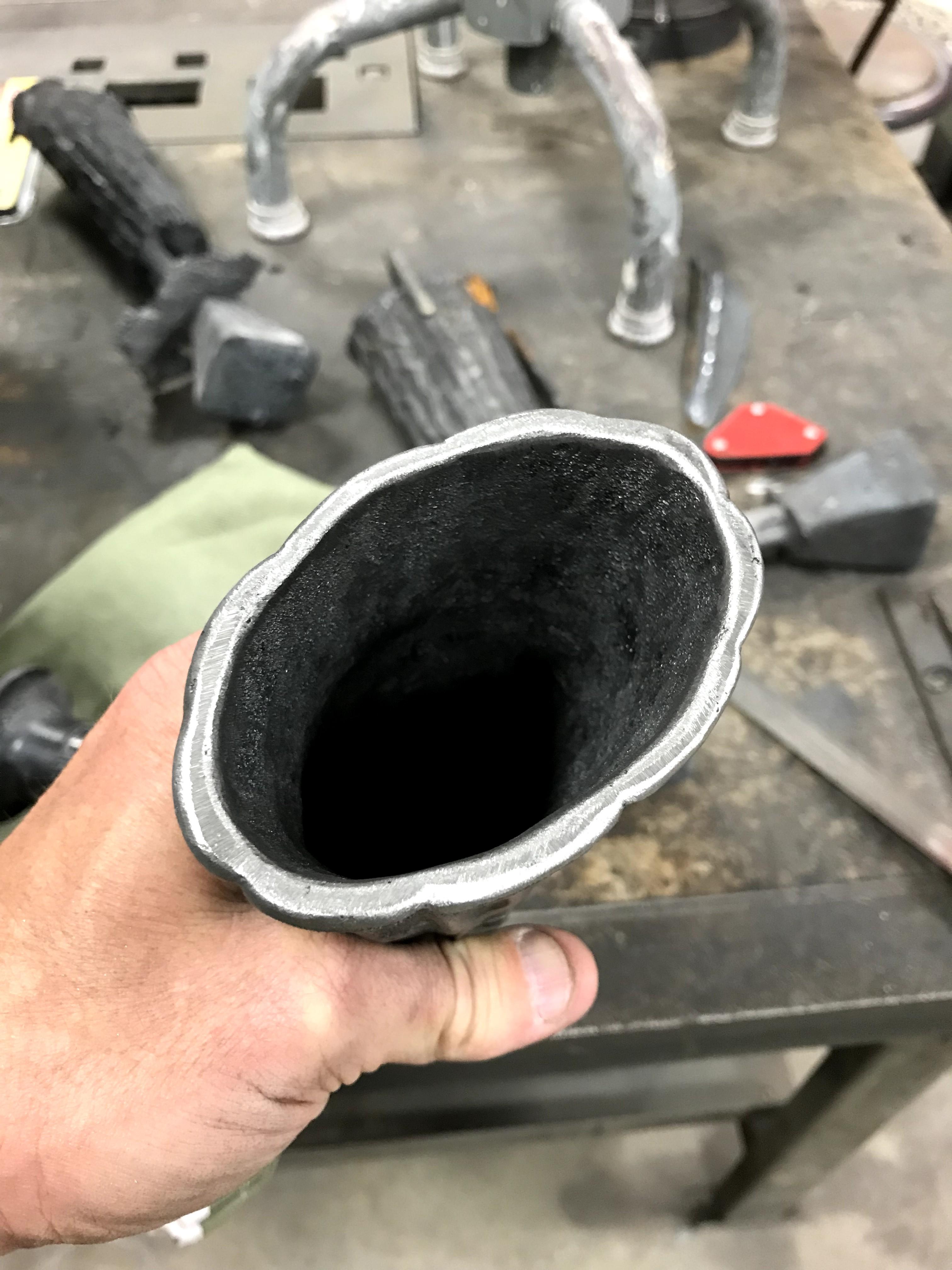 scalloped rim