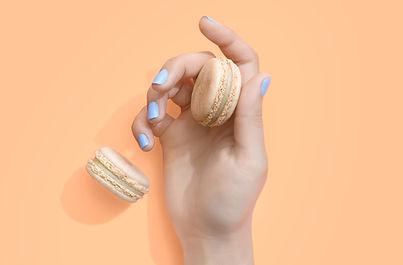 blue nails hand dessert
