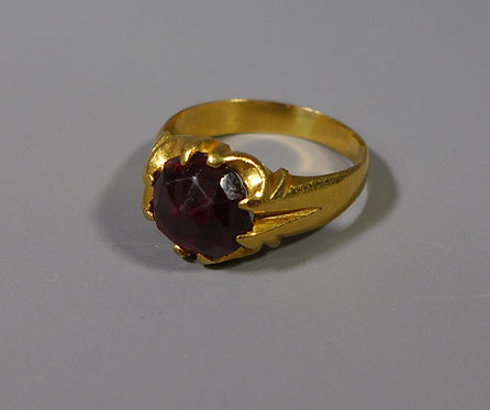 Antique 18ct Gold and Garnet Ring UK size Q main