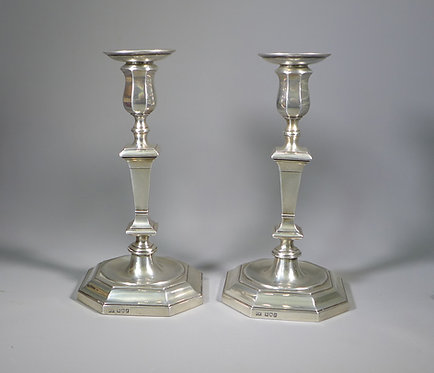 Fine pair of Georgian Style Mappin & Webb Sterling Silver Candlesticks 1910